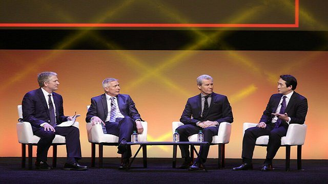 Macy's, Wal-Mart execs say CX is all about people