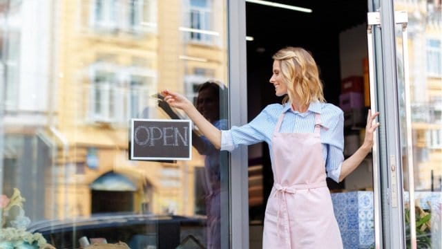 How to create a winning small-retail customer experience
